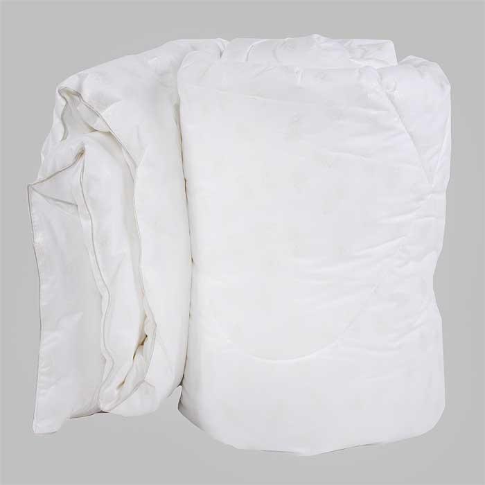 Одеяло Verossa, наполнитель: искусственный лебяжий пух, 140 см х 205 см. 169518169518Одеяло Verossa обеспечит вам здоровый сон и комфорт. Для изготовления одеяла в качестве наполнителя используется искусственный лебяжий пух, смоделированный по аналогии с натуральным пухом. Искусственный лебяжий пух является гипоаллергенным, препятствующий возникновению бактерий и образованию пылевого клеща. Уникальный сверхтонкий наполнитель делает одеяло лёгким, воздушным с отличной терморегуляцией. Пуходержащий перкаль, выполненный по европейской технологии с отделкой White on white (белое по белому) обеспечит устойчивость к многократным стиркам и неизменность качества. Одеяло упаковано в прозрачный пластиковый чехол на змейке с ручкой, что является чрезвычайно удобным при переноске. Характеристики: Материал чехла: 100% хлопок. Наполнитель: 100% полиэстер (искусственный лебяжий пух). Масса наполнителя: 300 г/м2. Размер одеяла: 140 см х 205 см. Размер упаковки: 60 см x 48 см x 23 см. Изготовитель: Россия.