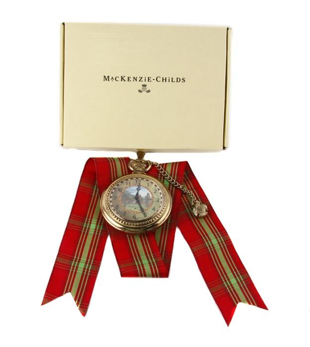 Детские часы. Металл, стекло. Китай, конец XX векаGold-04Детские часы. Металл, стекло. Китай, конец XX века. Диаметр 8,5 см, длина цепочки 14,5 см. Размеры коробки: 15 х 20,5 х 2,5 см. Игрушечные часы представляют собой увеличенную копию брегета. Забавный сувенир и необычный подарок!