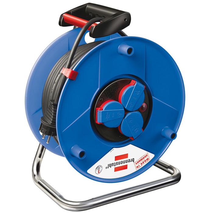 Удлинитель на катушке Garant IP 44, 3 гнезда, 50 м, цвет: синий1208230Удлинитель на катушке Garant IP 44 изготовлен из специального противоударного пластика на оцинкованной раме, идеальный помощник как на даче так и в квартире. Степень защиты IP44 позволяет использовать удлинитель в условиях, когда он подвергается воздействию брызг воды. Имеется удобная ручка для переноса.