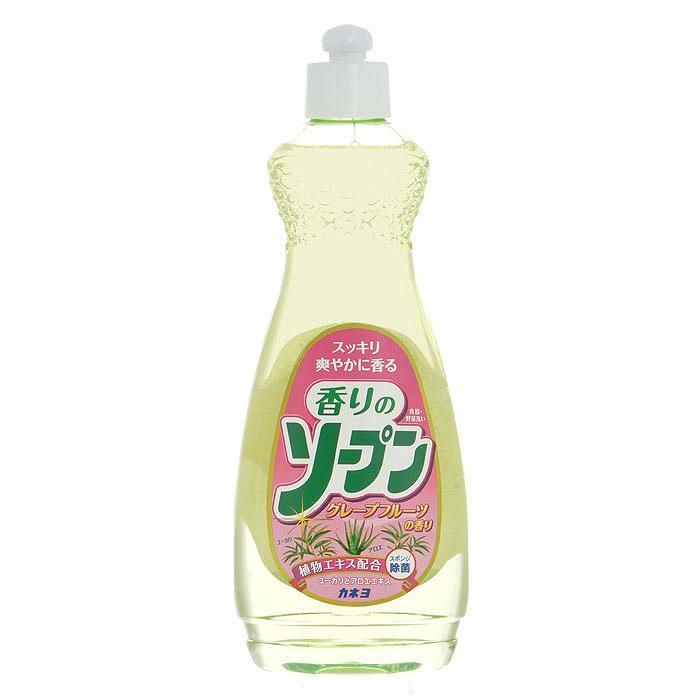 Жидкость для мытья посуды Kaneyo, грейпфрут, 600 мл201053Жидкость Kaneyo с приятным грейпфрутовым ароматом предназначена для мытья посуды, кухонной утвари и дезинфекции губок для мытья посуды. Обладает антибактериальным действием и удаляет любые неприятные запахи, например, с разделочных досок. Великолепно справляется с жиром даже в холодной воде. Благодаря содержанию моющих компонентов растительного происхождения, средство очень мягко воздействует на кожу рук, не раздражая ее. Подходит для мытья овощей и фруктов. Состав: поверхностно-активное вещество (18% натрия, алкил бензол сульфокислоты), экстракт алоэ, стабилизатор. Характеристики: Объем: 600 мл. Артикул: 201053. Товар сертифицирован.