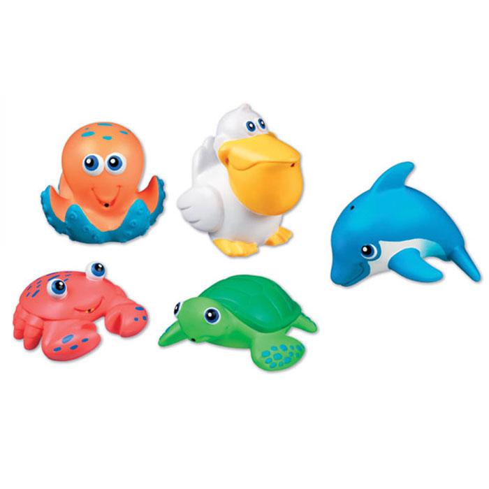 Набор игрушек для ванны Munchkin Морские животные, 5 шт11102Набор игрушек для ванны Munchkin Морские животные непременно понравится вашему ребенку и превратит купание в веселую игру! Набор включает в себя пять игрушек в форме краба, дельфина, пеликана, осьминога и черепашки. Яркие игрушки выполнены из мягкого безопасного материала и приятны на ощупь. Если сначала набрать воду в игрушки, а потом нажать на них, то изо рта брызнет тонкая струя воды, что, несомненно, развеселит вашего малыша. Набор игрушек Морские животные способствует развитию воображения, цветового восприятия, тактильных ощущений и мелкой моторики рук. Характеристики: Рекомендуемый возраст: от 9 месяцев. Изготовитель: Китай. Кредо Munchkin, американской компании с 20-летней историей: избавить мир от надоевших и прозаических товаров, искать умные инновационные решения, которые превращает обыденные задачи в опыт, приносящий удовольствие. Понимая, что наибольшее значение в быту имеют именно мелочи, компания создает уникальные...
