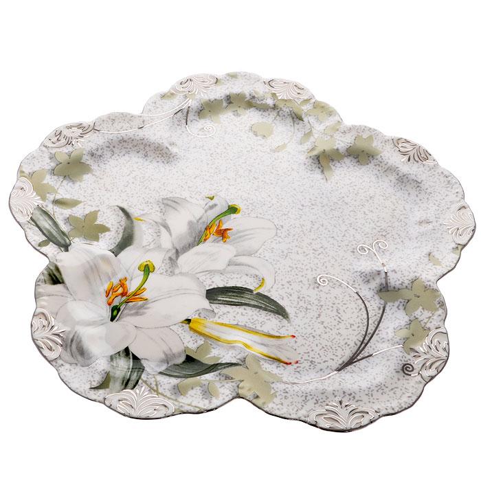 Блюдо фигурное Моцарт, диаметр 26,5 смGW 08017-5J52Блюдо Моцарт, изготовленное из высококачественного фарфора, оформлено изображением белых линий и барельефным узором с серебристой эмалью в виде изящных линий. Такое блюдо украсит сервировку вашего стола и подчеркнет прекрасный вкус хозяйки, а также станет отличным подарком. Блюдо Моцарт упаковано в стильную подарочную картонную коробку с логотипом компании.