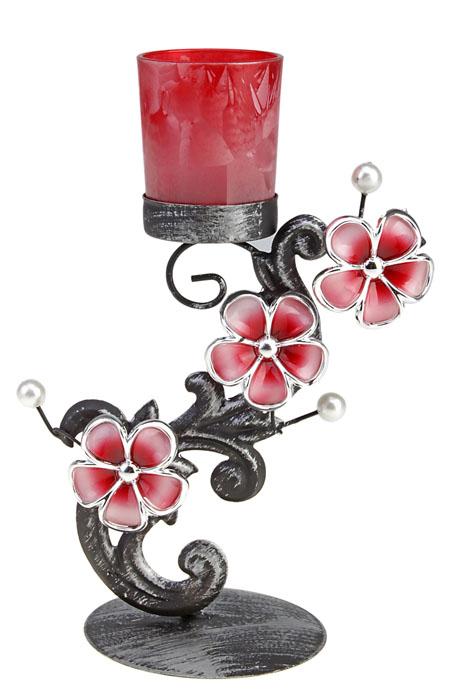 Подсвечник Сон Ориона. 577273577273Изящный подсвечник Сон Ориона, выполненный из металла с эффектом потертости, станет оригинальным украшением интерьера. Подсвечник украшен бледно-розовыми цветами и бусинами, имитирующими белый жемчуг. Сверху в подсвечник вставляется небольшая чаша для свечи из прозрачного стекла красного цвета. Подсвечник рассчитан на одну свечу. Подсвечник Сон Ориона украсит интерьер и подчеркнет его изысканность. Характеристики: Материал: металл, стекло, пластик. Диаметр свечи: 5 см. Высота чаши для свечи: 6,5 см. Общая высота подсвечника: 23 см. Диаметр основания: 9,5 см. Размер упаковки: 23,5 см х 11,5 см х 13,5 см. Артикул: 577273.