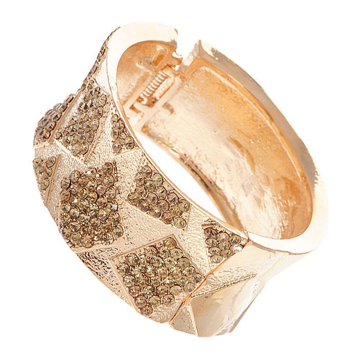 Браслет Lovely, цвет: золотистый. В10329В10329Стильный браслет Lovely выполнен из металла золотистого цвета и инкрустирован желтыми стразами. Браслет имеет разъемную конструкцию. Браслет Lovely - это модный стильный аксессуар, призванный подчеркнуть индивидуальность и очарование его обладательницы. Браслет упакован в текстильный красный мешочек на кулиске. Характеристики: Материал: металл, стразы. Диаметр браслета: 6,5 см. Ширина браслета: 3 см. Артикул: В10329.