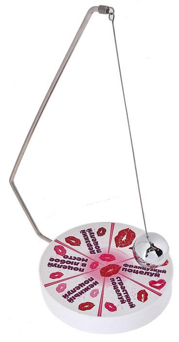 Маятник для гадания Поцелуйный, магнитный. 537147537147Универсальный гадальный маятник Поцелуйный поможет быстро найти ответ на интересующий вопрос, принять важное решение или просто подскажет, чем заняться. Металлический маятник с магнитным шариком на конце прикреплен к пластиковому магическому кругу, разбитому на сектора (Нежный поцелуй, Поцелуй в любое место, Дерзкий поцелуй, Французский поцелуй и т.д.). Достаточно лишь сформулировать интересующий вопрос и привести маятник в движение. Ответ последует незамедлительно! Маятник для гадания Поцелуйный может стать неожиданным и веселым подарком человеку, любящему необычные интересные вещицы.