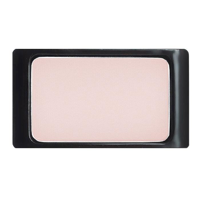 Artdeco Тени для век, матовые, 1 цвет, тон №557, 0,8 г30.557Матовые тени Artdeco - экстремально высоко пигментированные профессиональные тени, которые прекрасно подходят для макияжа Smoky Eyes, для женщин, не использующих перламутровые текстуры, и фотосъемок. Их гладкая, шелковистая текстура и формула премиального качества созданы для ценителей безукоризненного макияжа. Практичная упаковка на магнитах позволит комбинировать их по вашему вкусу. Характеристики: Вес: 0,8 г. Тон: №557. Производитель: Германия. Артикул: 30.557. Товар сертифицирован.