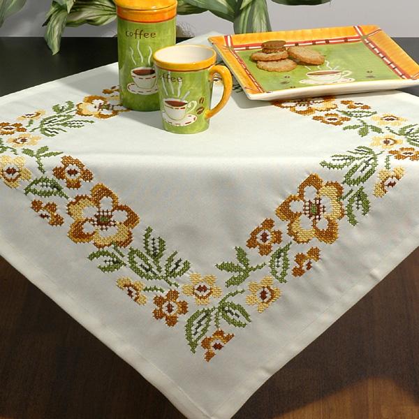 Набор для вышивания скатерти Schaefer, 85 см х 85 см. 6700/2886700/288Набор для вышивания скатерти Schaefer по технике счетный крест это увлекательное занятие, результатом которого станет создание красивой декоративной скатерти. В наборе для вышивания Schaefer есть все необходимое для создания собственного чуда: скатерть с нанесенным дизайном и обработанными краями, специальные нити, игла и инструкция. После вышивки цветными нитями, временный рисунок без труда смывается водой. Наборы для самостоятельного вышивания от всемирно известного производителя готового текстиля Schaefer были скомплектованы для тех рукодельниц, которые хотят сами вышить скатерть, и эта вещь сможет стать в вашей семье раритетом, который будут передавать из поколения в поколения.
