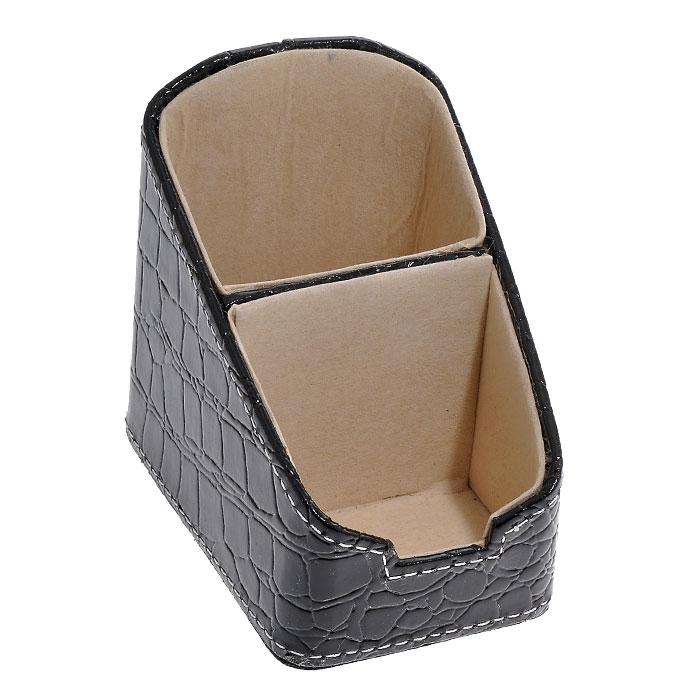 Подставка для канцелярских принадлежностей, цвет: черный. 2882328823Оригинальная подставка для канцелярских принадлежностей выполнена из пластика с отделкой из ПВХ, стилизованной под лаковую черную кожу с тиснением. Внутри отделана бархатистым материалом. Подставка состоит из двух отделений. Благодаря эксклюзивному дизайну, подставка оформит ваш рабочий стол, а также станет практичным сувениром для друзей и коллег.