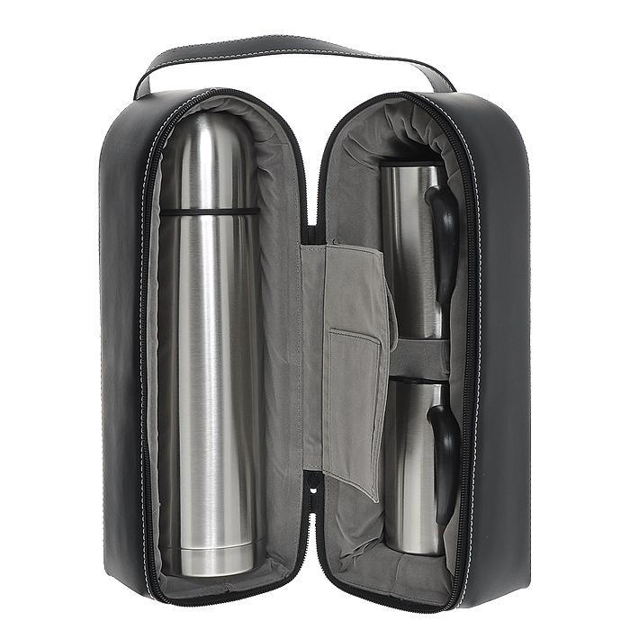 Набор S.Quire, 3 предметаSET-SS10Набор S.Quire включает в себя: термос и две кружки. Термос и кружки изготовлены из нержавеющей стали с глянцевой полировкой. Кружка оснащена пластиковой ручкой и крышкой с силиконовыми уплотнителями и прорезью для питья, которая позволит сохранить температуру напитка. Предметы набора хранятся в черном плотном чехле из искусственной кожи. Чехол застегивается за застежку-молнию и имеет удобную ручку для переноски. Внутри есть удобный нашивной кармашек и карман, застегивающийся на липучку. Они будут удобны для хранения чайных пакетиков.