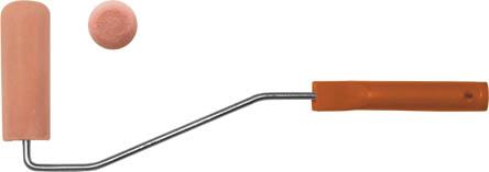 Валик поролоновый Fit с ручкой, 100 мм х 30 мм02711Валик поролоновый Fit используется для работ с водно-клеевыми составами, акриловыми и водо-дисперсионными, силикатными и силиконовыми красками. Используемый при изготовлении высококачественный материал-поролон, позволяет достичь равномерной окраски и обладает значительным ресурсом. Важно: поролоновый валик не следует использовать при работе с эмалями, масляными красками, ацетоносодержащими и этилацетатовыми растворителями.