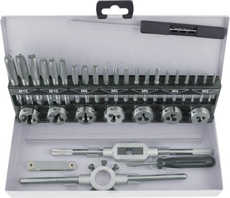 Набор лерок-метчиков FIT, 32 шт70809Набор лерки-метчики FIT состоит из специальных инструментов для создания внутренней и наружной резьбы на тонких стальных трубах. Все предметы упакованы в металлическую коробку, что обеспечивает удобное хранения. Все инструменты выполнены из инструментальной легированной стали, отличаются износостойкостью и высокой прочностью. Размеры метчиков и лерок: 3 x 0,5; 4 x 0,7; 5 x 0,8; 6 x 1,0; 8 x 1,25; 10 x 1,5; 12 x 1,25 мм.