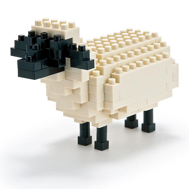 Мини-конструктор Nanoblock Овца, 120 элементовNBC_054Человек приручил овцу еще в глубокой древности. Овца - животное, дающее и мясо, и шерсть, и даже молоко. В настоящее время стриженая овечья шерсть, или руно, используется человеком чаще, чем шерсть любого другого животного. Овца из конструктора наноблок будет не столь полезна в хозяйстве, но зато этот мини-клон овечки Долли станет прекрасным украшением интерьера и в доме, и в офисе. В комплекте: 120 элементов + запасные, подставка и цветная схема сборки. Конструктор Nanoblock - самый маленький в мире конструктор, крайне необычный, как все японское. Высокоточные трехмерные модели из деталей подобных Лего, но предельно уменьшенных в размерах, стали хитом в Японии и буквально произвели фурор в Америке, Европе, Азии и Австралии. Самая маленькая деталь конструктора - 4 мм х 4 мм, а классический прямоугольный элемент 2-на-4 точки имеет размер 8 мм х 16 мм и 5 мм высотой. Запатентованный дизайн деталей и...