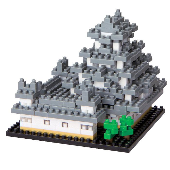 Мини-конструктор Nanoblock Замок Белой Цапли, 500 элементовNBH_018Замок белой цапли (Химедзи) - один из древнейших сохранившихся замков Японии и самый популярный среди туристов. Всего в замковый комплекс входит 83 здания, практически все они построены из дерева. Название он получил за особую отточенность форм и элегантность, напоминающую прекрасную белоснежную птицу. В комплекте: более 500 элементов, площадка-основание 8 см х 8 см, цветная схема сборки. Этот объект из коллекции Достопримечательности - один из любимых фанатами наноблока, которые отмечают, что в составе набора не очень много мелких деталей, а цвета кирпичиков преимущественно яркие. Конструктор Nanoblock - самый маленький в мире конструктор, крайне необычный, как все японское. Высокоточные трехмерные модели из деталей подобных Лего, но предельно уменьшенных в размерах, стали хитом в Японии и буквально произвели фурор в Америке, Европе, Азии и Австралии. Самая маленькая деталь конструктора - 4 мм х 4 мм, а классический прямоугольный элемент 2-на-4...