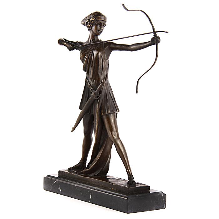 Статуэтка Артемида. Бронза, прочеканка, мрамор, 1990-е гг.52134Статуэтка Артемида. Бронза, прочеканка, мрамор. Западная Европа, 1990-е гг. Размеры: 32 Х 23,5 Х 8 см. Сохранность хорошая. Художественное литье на мраморном пьедестале. Артемида - богиня охоты, плодородия, женского целомудрия, покровительница всего живого на Земле, дающая счастье в браке. Стильное украшение вашего интерьера и замечательный подарок.
