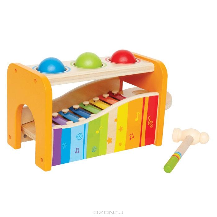Музыкальный набор Hape, 6 элементовЕ0305Музыкальный набор Hape включает в себя деревянную основу, 3 деревянных шарика красного, зеленого и синего цветов, ксилофон и молоточек. Ксилофон снабжен разноцветными металлическими пластинками разной тональности и удобной ручкой, благодаря которой его легко вставить в основу и вытащить из нее. Сверху в основе находятся три отверстия, в которые нужно опустить шарики. Чтобы шарики провалились в отверстие, по ним нужно ударить молоточком. В нижней части основы находятся ворота, через которые шарики будут выкатываться. Возможны два варианта игры: бить молоточком по шарикам, они будут падать внутрь на ксилофон и в сопровождении веселых звуков выкатываться из ворот; ксилофон можно использовать отдельно, для этого его необходимо вытащить из деревянной основы и ударять молоточком по металлическим пластинкам. Музыкальный набор Hape поможет ребенку развить цветовое и звуковое восприятия, координацию движений, логическое мышление, понять причинно-следственные связи. Характеристики: ...