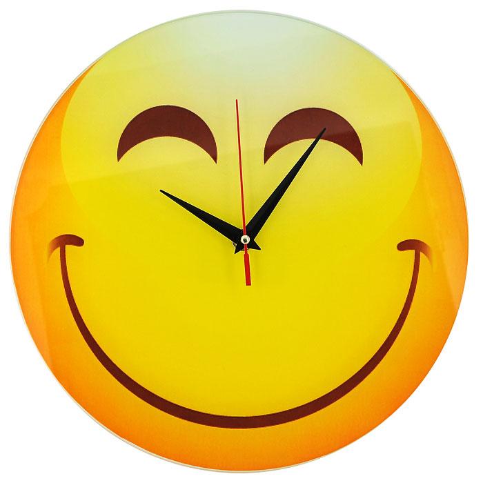 Часы настенные Смайл, кварцевые. 9440094400Настенные кварцевые часы Смайл своим необычным дизайном подчеркнут стильность и оригинальность интерьера вашего дома. Циферблат часов круглой формы выполнен из стекла и оформлен изображением зажмурившегося смайлика. Часы имеют три стрелки - часовую, минутную и секундную. На задней стенке часов расположена металлическая петелька для подвешивания. Такие часы послужат отличным подарком для ценителя ярких и необычных вещей. Характеристики: Материал: стекло, металл. Диаметр корпуса часов: 28 см. Размер упаковки: 29,5 см х 29 см х 4,5 см. Артикул: 94400. Рекомендуется докупить батарейку типа АА (не входит в комплект).