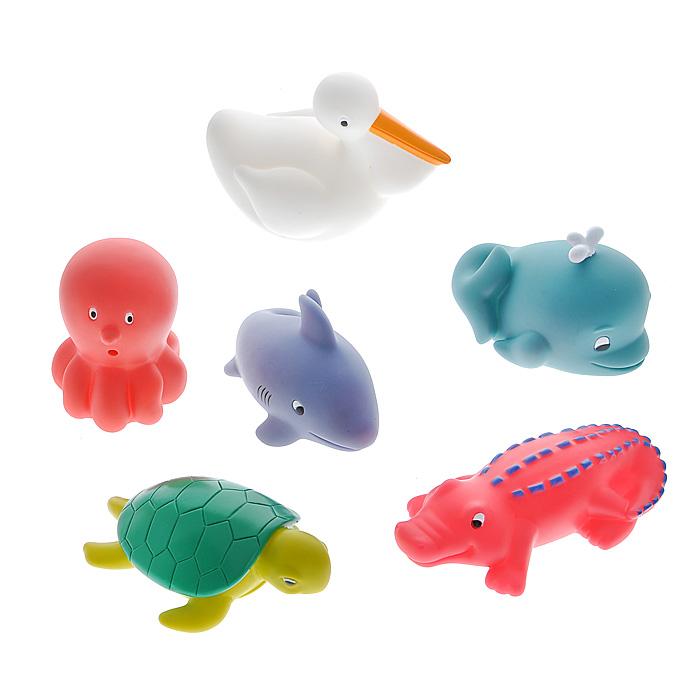 Набор игрушек для ванны Водные животные, 6 шт68007Набор игрушек для ванны Водные животные, непременно, понравится вашему ребенку и превратит купание в веселую игру! Набор включает в себя шесть забавных игрушек: крокодила, дельфина, пеликана, кита, черепашку и осьминога. Яркие игрушки-брызгалки выполнены из мягкого безопасного материала и приятны на ощупь. Если сначала набрать воду в игрушки, а потом нажать на них, то изо рта брызнет тонкая струя воды, что, несомненно, развеселит вашего малыша. Набор игрушек Водные животные способствует развитию воображения, цветового восприятия, тактильных ощущений и мелкой моторики рук.