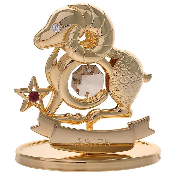Фигурка декоративная Знак зодиака Овен, цвет: золотистый67228Декоративная фигурка Знак зодиака Овен, золотистого цвета, станет необычным аксессуаром для вашего интерьера и создаст незабываемую атмосферу. Кристаллы, украшающие фигурку, носят громкое имя Swarovski. Ограненные, как бриллианты, кристаллы блистают сотнями тысяч различных оттенков. Эта очаровательная вещь послужит отличным подарком близкому человеку, родственнику или другу, а также подарит приятные мгновения и окунет вас в лучшие воспоминания. Фигурка упакована в подарочную коробку.