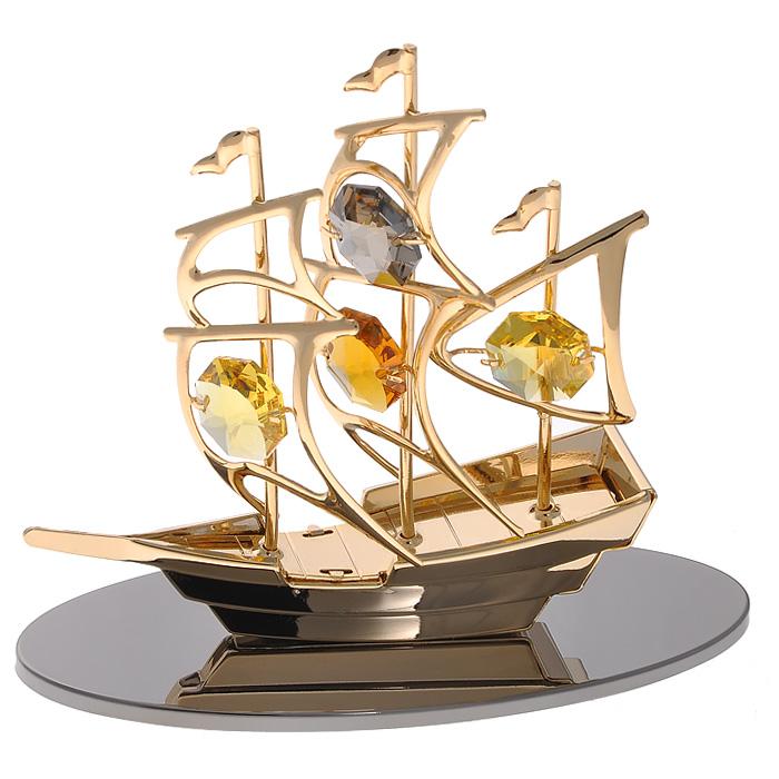 Фигурка декоративная Кораблик, цвет: золотистый67298Декоративная фигурка Кораблик, золотистого цвета, станет необычным аксессуаром для вашего интерьера и создаст незабываемую атмосферу. Фигурка выполнена в виде кораблика на зеркальной подставке и инкрустирована желтыми кристаллами. Кристаллы, украшающие фигурку, носят громкое имя Swarovski. Ограненные, как бриллианты, кристаллы блистают сотнями тысяч различных оттенков. Эта очаровательная вещь послужит отличным подарком близкому человеку, родственнику или другу, а также подарит приятные мгновения и окунет вас в лучшие воспоминания. Фигурка упакована в подарочную коробку.