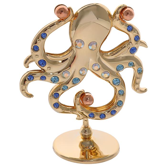 Фигурка декоративная Осьминог, цвет: золотистый67629Декоративная фигурка Осьминог, золотистого цвета, станет необычным аксессуаром для вашего интерьера и создаст незабываемую атмосферу. Фигурка выполнена в виде осьминога на подставке и инкрустирована разноцветными кристаллами. Кристаллы, украшающие фигурку, носят громкое имя Swarovski. Ограненные, как бриллианты, кристаллы блистают сотнями тысяч различных оттенков. Эта очаровательная фигурка послужит отличным функциональным подарком, а также подарит приятные мгновения и окунет вас в лучшие воспоминания. Фигурка упакована в подарочную коробку.