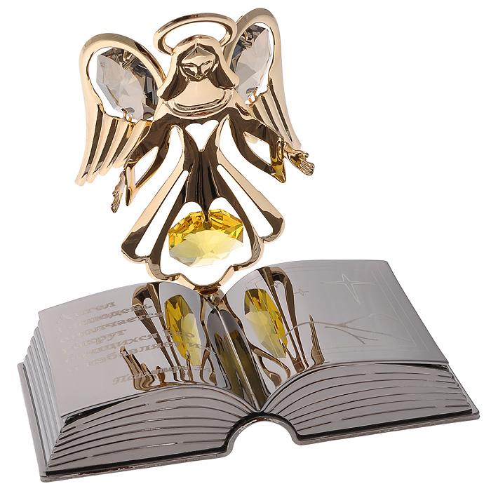 Фигурка декоративная Ангел с книгой67580Декоративная фигурка Ангел с книгой станет необычным аксессуаром для вашего интерьера и создаст незабываемую атмосферу. Фигурка золотистого ангела на подставке в виде раскрытой книги инкрустирована желтыми и серыми кристаллами. Кристаллы, украшающие фигурку, носят громкое имя Swarovski. Ограненные, как бриллианты, кристаллы блистают сотнями тысяч различных оттенков. Эта очаровательная фигурка послужит отличным функциональным подарком, а также подарит приятные мгновения и окунет вас в лучшие воспоминания. Фигурка упакована в подарочную коробку. Характеристики: Материал: металл (углеродистая сталь, покрытие золотом 0,05 микрон), австрийские кристаллы, стекло. Размер фигурки: 7,3 см х 5,5 см х 6,5 см. Цвет: золотистый, серебристый. Размер упаковки: 9 см х 10 см х 6,5 см. Артикул: 67580. Более чем 30 лет назад компания Crystocraft выросла из ведущего производителя в перспективную торговую марку, которая задает тенденцию благодаря...