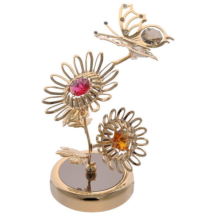 Фигурка декоративная Бабочка на цветах, цвет: золотистый. 6729567295Декоративная фигурка Бабочка на цветах, золотистого цвета, станет необычным аксессуаром для вашего интерьера и создаст незабываемую атмосферу. Фигурка выполнена в виде двух цветков и бабочки, расположенных на подставке, и инкрустирована разноцветными кристаллами. Кристаллы, украшающие фигурку, носят громкое имя Swarovski. Ограненные, как бриллианты, кристаллы блистают сотнями тысяч различных оттенков. Эта очаровательная вещь послужит отличным подарком близкому человеку, родственнику или другу, а также подарит приятные мгновения и окунет вас в лучшие воспоминания. Фигурка упакована в подарочную коробку.