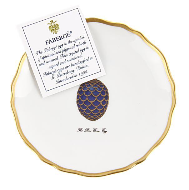 Блюдце для канапе с изображением известного яйца Фаберже Шишка. Фарфор, роспись, позолота. Франция, Фаберже, Лимож, конец ХХ века