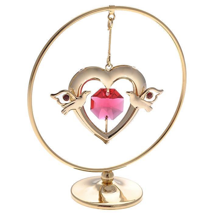 Фигурка декоративная Сердце, цвет: золотистый. 6718467184Декоративная фигурка Сердце, золотистого цвета, станет необычным аксессуаром для вашего интерьера и создаст незабываемую атмосферу. Фигурка представляет собой кольцо на подставке с подвеской в виде сердца и инкрустирована красными кристаллами. Кристаллы, украшающие фигурку, носят громкое имя Swarovski. Ограненные, как бриллианты, кристаллы блистают сотнями тысяч различных оттенков. Эта очаровательная фигурка послужит отличным функциональным подарком, а также подарит приятные мгновения и окунет вас в лучшие воспоминания. Фигурка упакована в подарочную коробку.