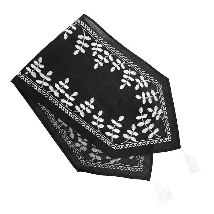 Дорожка для декорирования стола Schaefer, цвет: черный, 40 x 140 см 06908-23206908-232Дорожка Schaefer выполнена из плотного полиэстера черного цвета с вышитыми веточками белого цвета в технике гладь. Дорожка предназначена для декорирования стола или комода. Она изящно дополнит интерьер вашего дома. Изделия из полиэстера легко стирать: они не мнутся, не садятся и быстро сохнут, они более долговечны, чем изделия из натуральных волокон. Благодаря такой дорожке вы защитите поверхность стола от воды, пятен и механических воздействий, а также создадите атмосферу уюта и домашнего тепла в интерьере вашей кухни.