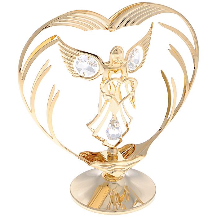 Фигурка декоративная Ангел с сердцем. 6757967579Декоративная фигурка Ангел с сердцем изготовлена из металла с золотым покрытием толщиной 0,05 микрон. Фигурка выполнена в виде ангела, держащего сердце, и украшена белыми кристаллами Swarovski. Поставьте украшение на полку или стол и наслаждайтесь изящными формами и блеском кристаллов. Изысканная и эффектная, эта фигурка покорит своей красотой и изумительным качеством исполнения, а также станет замечательным подарком и вызовет восхищение у получателя.