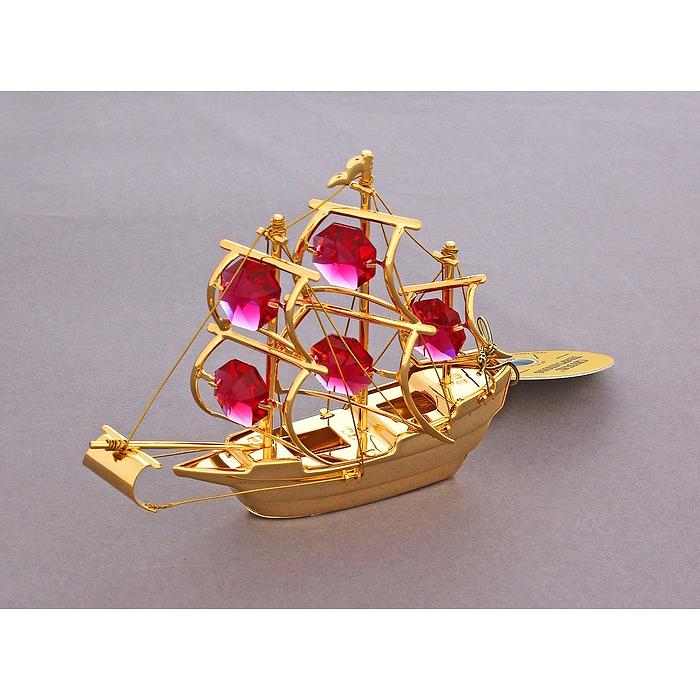 Фигурка декоративная Корабль, цвет: золотистый. 672671672671Декоративная фигурка Корабль выполнена из металла золотистого цвета и украшена красными кристаллами Swarovski. Поставьте фигурку на стол в офисе или дома и наслаждайтесь изящными формами и блеском кристаллов. Изысканный и эффектный, этот сувенир покорит своей красотой и изумительным качеством исполнения, а также станет замечательным подарком. Характеристики: Материал: металл, кристаллы Swarovski. Размер фигурки: 10 см х 2,5 см х 8 см. Цвет: золотистый. Размер упаковки: 10 см х 3 см х 9 см. Артикул: 672671.
