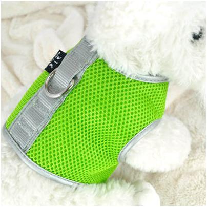 Шлейка Crazy Paws, цвет: зеленый. Размер MDPETH012-GNШлейка Crazy Paws, изготовленная из нейлона, предназначена для собак мелких пород. Ткань дышащая, стрейчевая, пропускает воздух. Шлейка удобно одевается и застегивается на брюшке животного с помощью надежных липучек. Сверху на спинке имеется металлическая петля, на которую крепится поводок. Шлейка Crazy Paws - это не только удобный аксессуар для крепления поводка, но и стильная вещь, в которой вашему любимцу будет прохладно в жару и тепло в холод. На прогулке ваш любимец будет чувствовать себя в ней очень комфортно. Размер: M. Ширина крепежных ремней: 7 см, 8 см. Длина спинки: 14,5 см. Обхват шеи: 30-35 см. Обхват груди: 47-52 см.