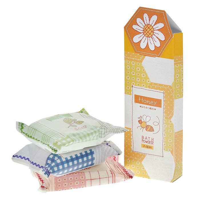 Master Soap Набор Спокойная жизнь: мыло, 3х70 г, пудра для ванны, 3х20 г108087Подарочный набор Master Soap Спокойная жизнь прекрасно очищает. Мыльная основа содержит только натуральные растительные компоненты. За счет входящих в состав увлажняющих компонентов (пальмовое масло, глицерин, сквалан) предотвращает шелушение и сухость, великолепно смягчает кожу, делает ее гладкой и здоровой. Обладает приятными ароматами. Набор состоит из мыл: Соевые бобы, Зеленый чай, Олива и пудры для ванны с медом.