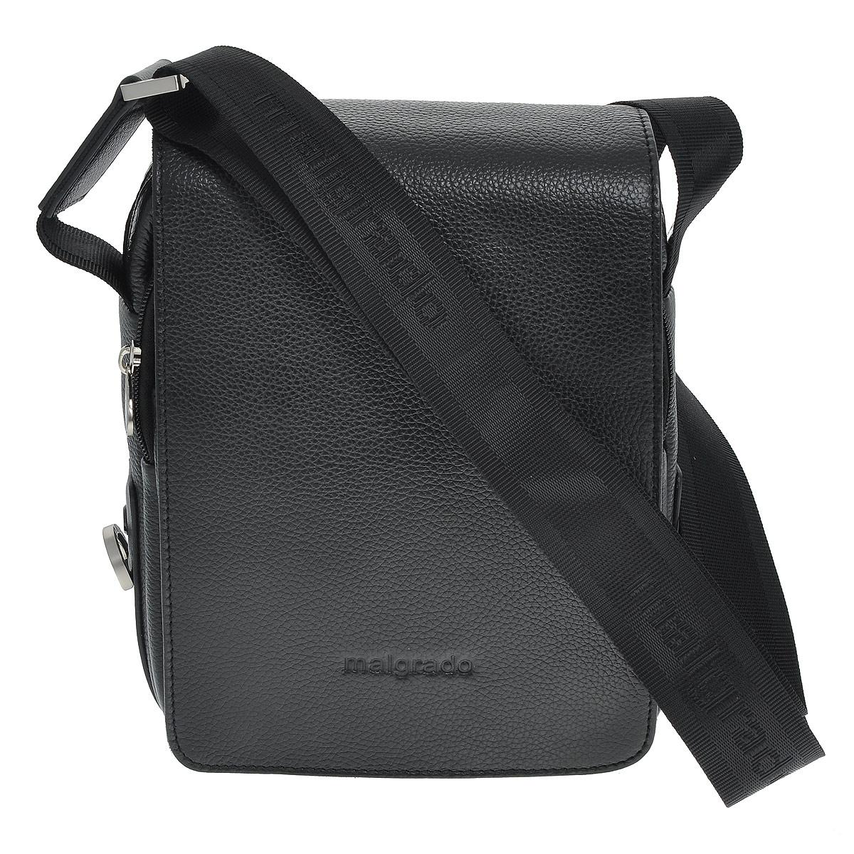 Сумка мужская Malgrado, цвет: черный. BR10-468 blackBR10-468 blackМужская сумка Malgrado выполнена из натуральной кожи черного цвета. Сумка состоит из одного отделения, закрывающегося на застежку-молнию и сверху широким клапаном на магниты. Внутри отделения - открытый накладной карман, вшитый карман на молнии, два накладных кармашка для мелочей и два фиксатора для пишущих принадлежностей. Под клапаном предусмотрен карман на молнии и открытый накладной карман для бумаг и документов. На лицевой стороне, на задней стенке сумки расположен глубокий карман для бумаг на молнии. Сумка оснащена актуальной ручкой-лентой регулируемой длины. Сегодня мужская сумка - необходимый аксессуар для современного мужчины.