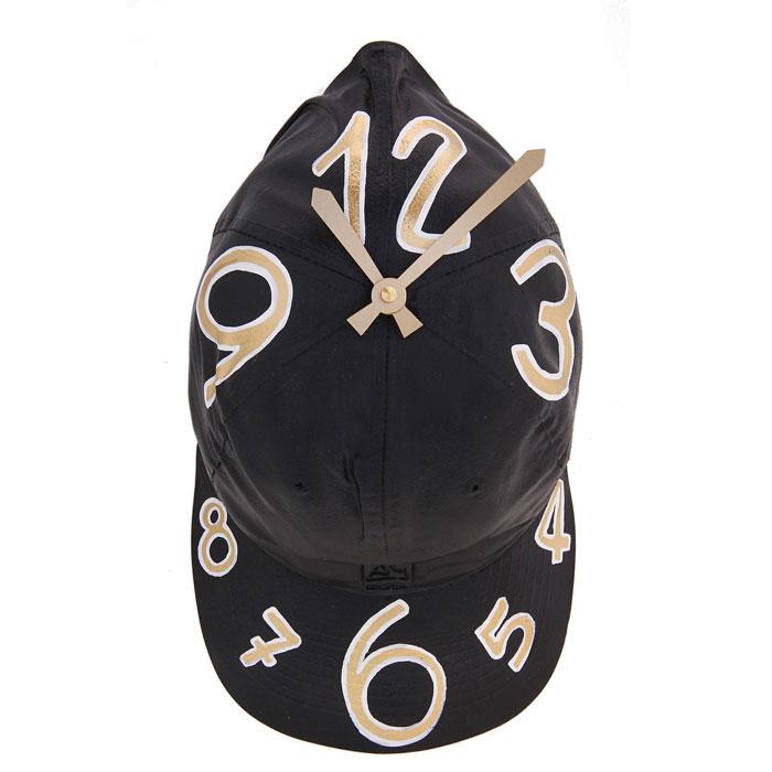 Часы настенные Кепка, цвет: черный. 652538652538Оригинальные настенные часы Кепка - интерьерный арт-объект, выполненный вручную итальянскими мастерами из полистоуна. Кепка с циферблатом, висящая на стене - необычное дизайнерское решение и стильное украшение интерьера. Этот аксессуар не только оформит интерьер, но и послужит функционально. Оформите совой дом таким интерьерным шедевром или преподнесите его в качестве презента друзьям, и они оценят ваш оригинальный вкус и неординарность подарка. Характеристики: Материал: полистоун. Размер: 9 см x 17 см x 30 см. Артикул: 652538.