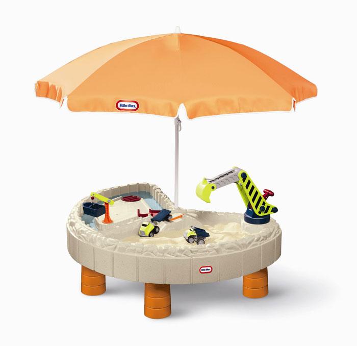 Стол-песочница с зонтом и зоной для воды Little Tikes401NСтол прекрасно подходит для игры на воздухе в весенне-летний период, большой зонт надежно защитит малыша от палящего солнца в жаркие летние дни, а 2 игровые зоны (для песка и для воды) предоставляют широкие возможности для увлекательной игры нескольких детей одновременно. В комплект входит: кран, строительный ковш, 2 грузовика, ворота и мостики, 2 крышки, которые надежно защитят стол от дождя, пыли, домашних животных. Размеры стола в собранном виде: 136 х 112 х 55 см