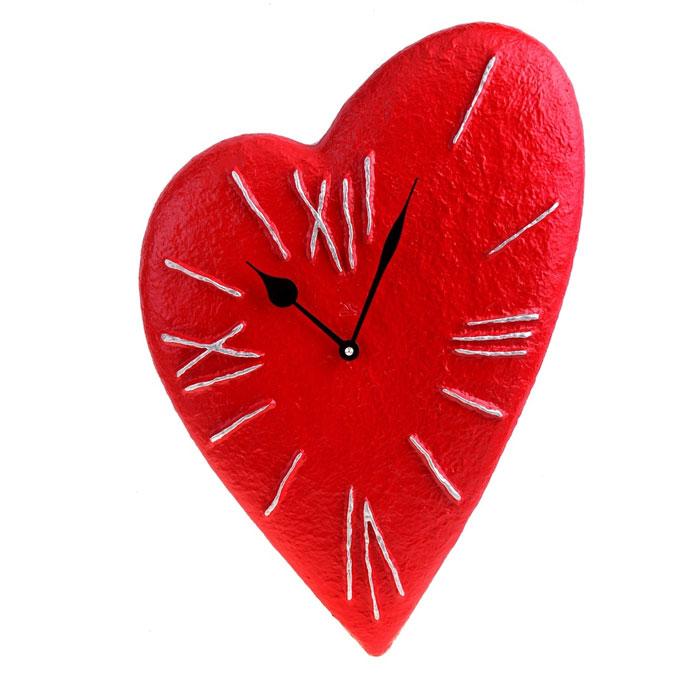 Часы настенные Красное сердце. 652534652534Оригинальные настенные часы Красное сердце - интерьерный арт-объект, выполненный вручную итальянскими мастерами из полистоуна. Часы оснащены немецким кварцевым механизмом. Красное сердце, висящее на стене, - необычное дизайнерское решение и стильное украшение интерьера. Этот аксессуар не только оформит интерьер, но и послужит функционально. Оформите совой дом таким интерьерным шедевром или преподнесите его в качестве презента друзьям, и они оценят ваш оригинальный вкус и неординарность подарка. Характеристики: Материал: полистоун. Размер: 3 см x 33 см x 48 см. Артикул: 652534.