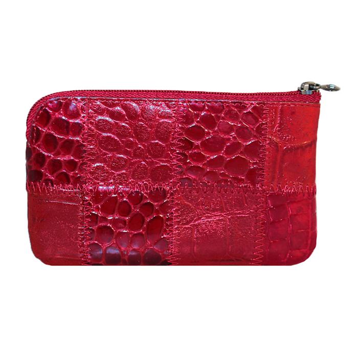 Ключница Malgrado, цвет: красный. 50501-444A50501-444AСтильная ключница Malgrado изготовлена из натуральной кожи с комбинированным тиснением и имеет одно отделение на застежке-молнии. Внутри - цепочка с металлическим кольцом для ключей. На задней стенке расположен кармашек на застежке-молнии. Ключница упакована в коробку из плотного картона с логотипом фирмы.