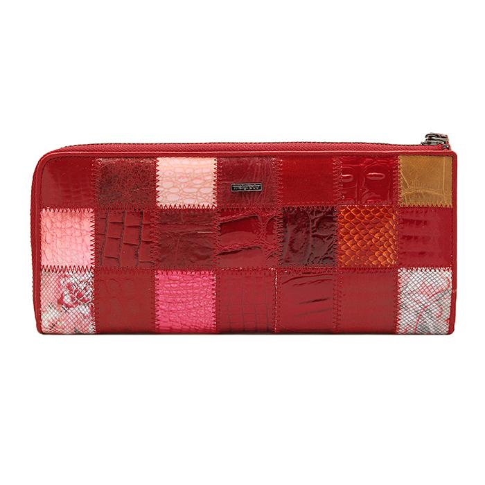 Кошелек Malgrado, цвет: красный. 91003A-444A91003A-444AСтильный и модный клатч Malgrado изготовлен из натуральной кожи красного цвета с комбинированным тиснением и застегивается на молнию. Клатч имеет пять отделений, один из которых на молнии. Внутри также расположены двенадцать отделений для дисконтных карт, визиток и кредиток. Снаружи, на оборотной стороне расположен карман на молнии. Такая модель клатча очень актуальна в этом сезоне. Клатч упакован в коробку из плотного картона с логотипом фирмы. Характеристики: Материал: натуральная кожа, текстиль, металл. Размер клатча: 23,5 см х 10 см х 2 см. Цвет: красный. Размер упаковки: 24,5 см х 11,5 см х 3,5 см. Артикул: 91003A-444A.