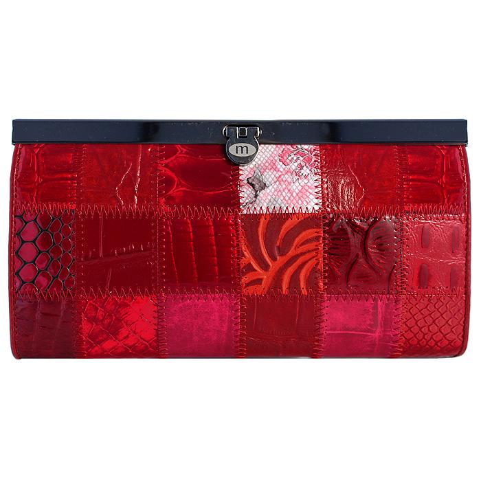 Кошелек Malgrado, цвет: красный. 73003A-44473003A-444A Red Кошелек Бол. MalgradoСтильный кошелек Malgrado выполнен из лаковой натуральной кожи красного цвета с декоративным тиснением. Внутри содержит два горизонтальных кармана из кожи для бумаг, четыре кармашка для кредитных карт, два кармашка со вставками из прозрачного пластика, отделение на молнии для мелочи и четыре отделения для купюр. Кошелек упакован в подарочную металлическую коробку с логотипом фирмы. Такой кошелек станет замечательным подарком человеку, ценящему качественные и практичные вещи.