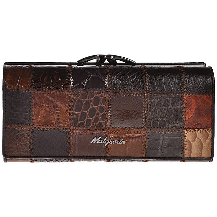 Кошелек женский Malgrado, цвет: коричневый. 72031-3A-490A72031-3A-490AСтильный кошелек Malgrado изготовлен из натуральной кожи коричневого цвета с декоративным комбинированным тиснением и вмещает в себя купюры в развернутом виде в полную длину. Внутри содержит четыре отделения для купюр, одно из которых на молнии, четыре кармана для дисконтных карт, визиток, кредиток, один прозрачный кармашек, в который можно положить пропуск, проездной документ или фотографию и дополнительный потайной карман. Снаружи расположен один отдел для мелочи, который закрывается на рамочный замок. Закрывается кошелек клапаном на кнопку. Кошелек упакован в подарочную металлическую коробку с логотипом фирмы. Такой кошелек станет замечательным подарком человеку, ценящему качественные и практичные вещи.