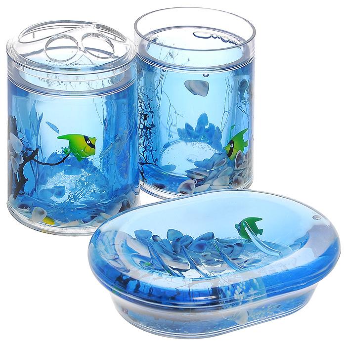Набор гелевых аксессуаров для ванной комнаты Морские рыбки, 3 предмета334-00Набор аксессуаров для ванной комнаты Морские рыбки состоит из стакана, мыльницы и стакана для зубных щеток. Предметы набора выполнены из прозрачного пластика. Внутри - гелевый наполнитель синего цвета с ракушками и разноцветными рыбками. Набор Морские рыбки создаст особую атмосферу уюта и максимального комфорта в ванной. Характеристики: Материал: пластик, акрил, гелевый наполнитель. Размер мыльницы: 13,5 см х 10 см х 3 см. Диаметр стакана для зубных щеток (по верхнему краю): 7 см. Высота стакана для зубных щеток: 12,5 см. Диаметр стакана по верхнему краю: 7 см. Высота стакана: 10,5 см. Производитель: Швеция. Размер упаковки: 23 см х 8 см х 14 см. Артикул: 334-00.