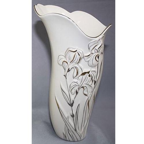 Ваза Палаццо, высота 23 см10221-16K30Элегантная ваза Палаццо, изготовленная из белого фарфора, послужит отличным дополнением к интерьеру вашего дома. Изделие декорировано объемным изображением ирисов, оформленным золотой и серебряной краской. Ассиметричные края вазы с серебряной окантовкой отлично гармонируют с изображением ирисов. Эксклюзивная ваза подчеркнет оригинальность интерьера и прекрасный вкус хозяина. Создайте в своем доме атмосферу уюта, преображая интерьер стильными, радующими глаза предметами. Также ваза Палаццо в подарочной коробке с прозрачной стенкой может стать хорошим подарком вашим друзьям и близким.