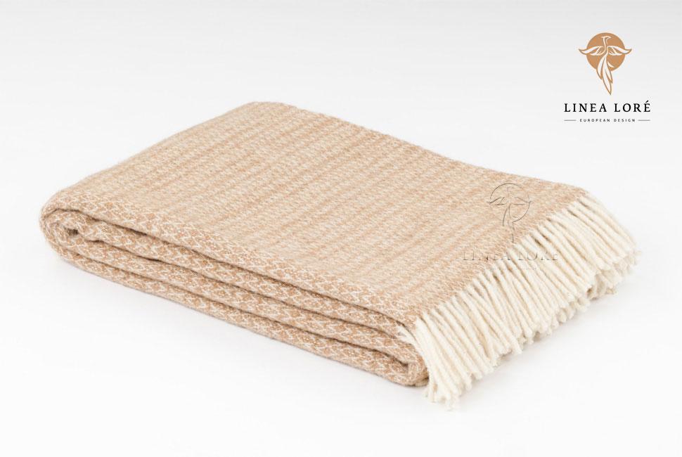 Плед Milan, 140 см х 200 см. 1-701-140_011-701-140_01Мягкий плед Milan, выполненный из шерсти новозеландских ягнят, добавит комнате уюта и согреет в прохладные дни. Данный плед, благодаря используемым переплетениям, является двусторонним, а нежный пастельный оттенок придает ему особое очарование. Удобный размер этого качественного пледа позволит использовать его и как одеяло, и как покрывало для кресла или софы. Такое теплое украшение может стать отличным подарком друзьям и близким! Под шерстяным пледом вам никогда не станет жарко или холодно, он помогает поддерживать постоянную температуру тела. Шерсть обладает прекрасной воздухопроницаемостью, она поглощает и нейтрализует вредные вещества и славится своими целебными свойствами. Плед из шерсти станет лучшим лекарством для людей, страдающих ревматизмом, радикулитом, головными и мышечными болями, сердечно-сосудистыми заболеваниями и нарушениями кровообращения. Шерсть не электризуется. Она прочна, износостойка, долговечна. Наконец, шерсть просто приятна на ощупь, ее...