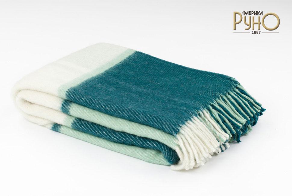 Плед Маэстро, 150 см х 200 см. 1-241-150_041-241-150_04Теплый пушистый толстый плед Маэстро, выполненный из натуральной новозеландской овечьей шерсти, добавит комнате уюта и согреет в прохладные дни. Удобный размер этого качественного пледа позволит использовать его и как одеяло, и как покрывало для кресла или софы. Плед с кистями. Плед упакован в пластиковую сумку-чехол на застежке-молнии, а прочная текстильная ручка делает чехол удобным для переноски. Такое теплое украшение может стать отличным подарком друзьям и близким! Под шерстяным пледом вам никогда не станет жарко или холодно, он помогает поддерживать постоянную температуру тела. Шерсть обладает прекрасной воздухопроницаемостью, она поглощает и нейтрализует вредные вещества и славится своими целебными свойствами. Плед из шерсти станет лучшим лекарством для людей, страдающих ревматизмом, радикулитом, головными и мышечными болями, сердечно-сосудистыми заболеваниями и нарушениями кровообращения. Шерсть не электризуется. Она прочна, износостойка, долговечна. Наконец,...