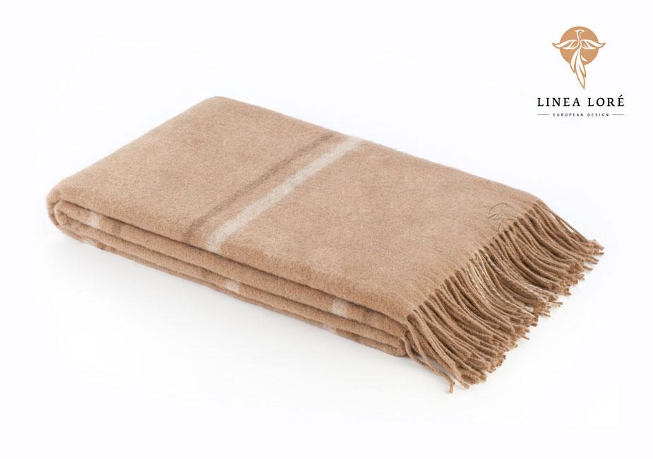 Плед Chingiz Khan, 140 х 200 см 1-331-140_041-331-140_04Мягкий плед Chingiz Khan, выполненный из сверхтонкой верблюжьей пуховой шерсти, добавит комнате уюта и согреет в прохладные дни. Удобный размер этого очаровательного пледа позволит использовать его и как одеяло, и как покрывало для кресла или софы. Такое теплое украшение может стать отличным подарком друзьям и близким! Под шерстяным пледом вам никогда не станет жарко или холодно, он помогает поддерживать постоянную температуру тела. Шерсть обладает прекрасной воздухопроницаемостью, она поглощает и нейтрализует вредные вещества и славится своими целебными свойствами. Плед из шерсти станет лучшим лекарством для людей, страдающих ревматизмом, радикулитом, головными и мышечными болями, сердечно-сосудистыми заболеваниями и нарушениями кровообращения. Шерсть не электризуется. Она прочна, износостойка, долговечна. Наконец, шерсть просто приятна на ощупь, ее мягкость и фактура вызывают потрясающие тактильные ощущения! Характеристики: Материал: 100% сверхтонкая...