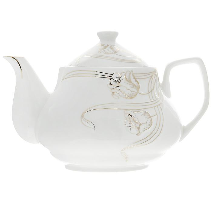 Чайник заварочный Золотые лианы, 900 мл508-095Заварочный чайник Золотые лианы изготовлен из высококачественного фарфора белого цвета. Он имеет изящную форму и декорирован нежным цветочным рисунком. Чайник сочетает в себе стильный дизайн с максимальной функциональностью. Красочность оформления придется по вкусу и ценителям классики, и тем, кто предпочитает утонченность и изысканность. Чайник упакован в подарочную коробку из гофрированного красного картона с золотыми цветами. Размер чайника (без крышки) (Д х Ш х В): 19 х 12 х 10 см.