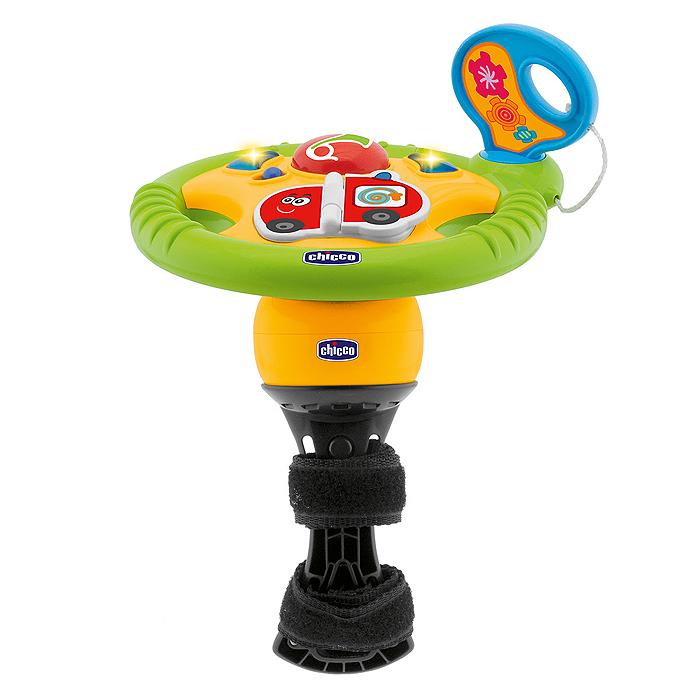 Музыкальная игрушка для коляски Chicco Маленький водитель70285000000Музыкальная игрушка для коляски Chicco Маленький водитель развлечет вашего малыша во время прогулки. Она представляет собой руль с различными элементами. На нем расположены кнопки поворотников и клаксона, книжечка и специальное отверстие для ключа зажигания. Пластиковая страничка книжечки переворачивается. С одной стороны на ней изображена пожарная машинка, на другой - полицейская машинка. Как только малыш перевернет страничку, он услышит спецсигнал соответствующей машины и веселую мелодию. Ключ зажигания поворачивается со звуком трещотки. Руль крутится. Игрушка со световыми эффектами воспроизводит пять мелодий и девять различных звуков. На ней имеется специальный безопасный зажим, так что ее можно крепить к любой коляске, даже без поручней. Игрушка для коляски Chicco Маленький водитель поможет малышу в развитии цветового и звукового восприятия, мелкой моторики рук и координации движений. Характеристики: Материал: пластик, текстиль. ...
