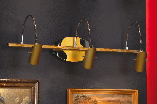 Настенный светильник Lussole. LSQ-0401-03LSQ-0401-03Настенный светильник Lussole отлично впишется в интерьер Вашего дома. Он хорошо смотрится как в классическом, так и в современном помещении, на штукатурке, дереве или обоях любой расцветки. Может быть использован для подсветки картин и зеркал. Светильники и люстры - предметы, без которых мы не представляем себе комфортной жизни. Сегодня функции светильника не ограничиваются освещением помещения. Он также является центральной фигурой интерьера, подчеркивает общий стиль помещения, создает уют и дарит эстетическое удовольствие.