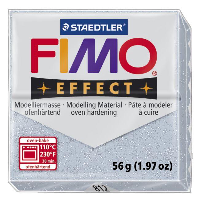 Глина для моделирования Fimo Soft, цвет: серебро блеск, 56 г8020-812Мягкая глина на полимерной основе (пластика) Fimo Soft идеально подходит для лепки небольших изделий (украшений, скульптурок, кукол) и для моделирования. Глина обладает отличными пластичными свойствами, хорошо размягчается и лепится, легко смешивается между собой, благодаря чему можно создать огромное количество поделок любых цветов и оттенков. Блок поделен на восемь сегментов, что позволяет легче разделять глину на порции. В домашних условиях готовая поделка выпекается в духовом шкафу при температуре 110°С в течении 15-30 минут (в зависимости от величины изделия). Отвердевшие изделия могут быть раскрашены акриловыми красками, покрыты лаком, склеены друг с другом или с другими материалами.